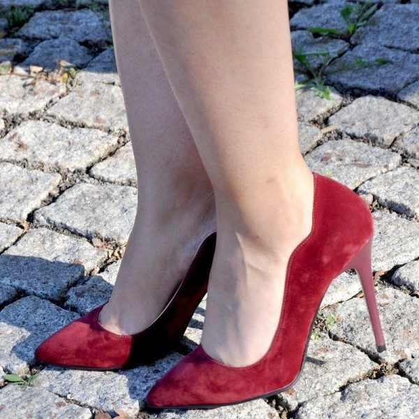 How To Dress Well As A Lady? 102+ Casual & Formal Fashionable Women's Burgundy Shoes Outfit Ideas (2021)