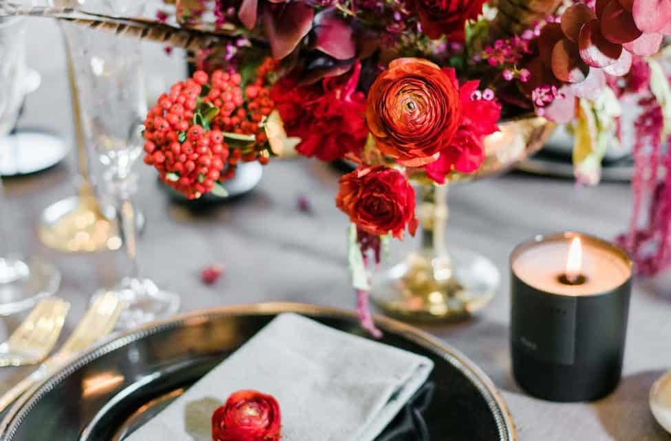 Best Thanksgiving Party & Fall Color Scheme: 10 Burgundy Table Setting & Decoration Ideas 2020