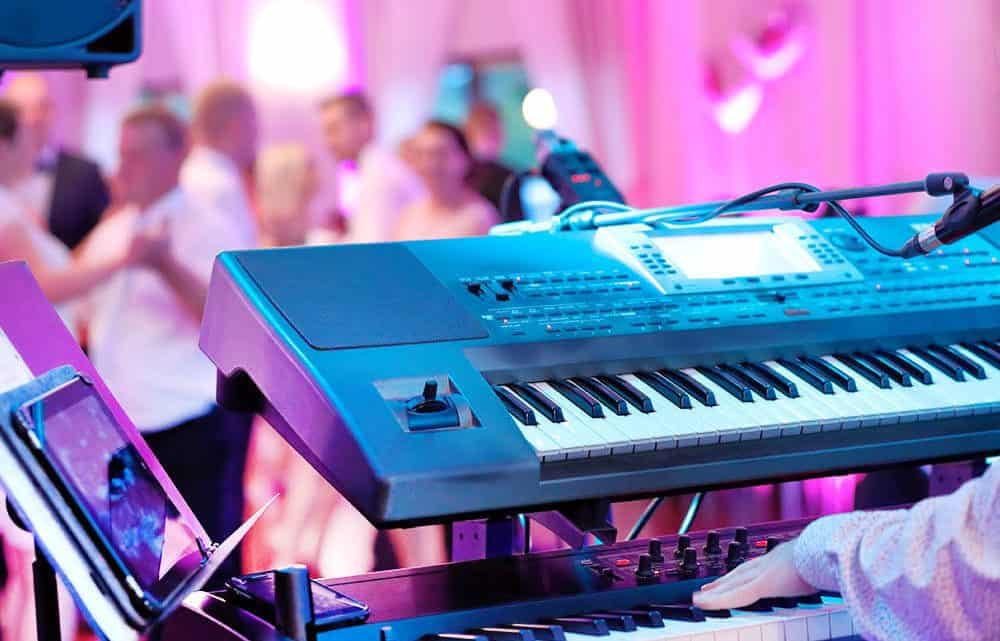A  Perfect Guide For You To  Compose A Burgundy Wedding Reception Music That Will Enthrall Everyone In The Room (2021)