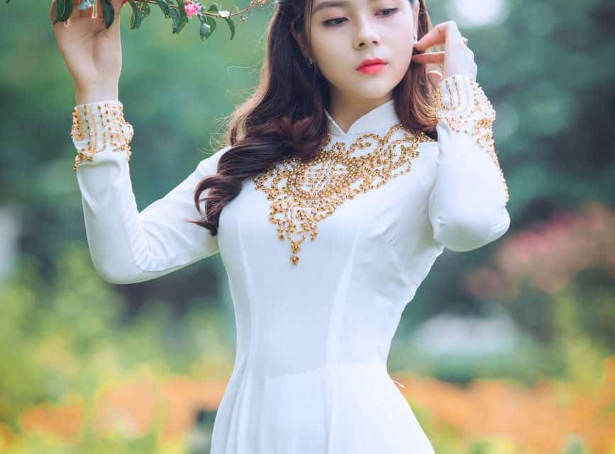 Traditional Chinese Marriage Ideas : Check Out These Beautiful Burgundy Wedding Dresses For Bride (2021)