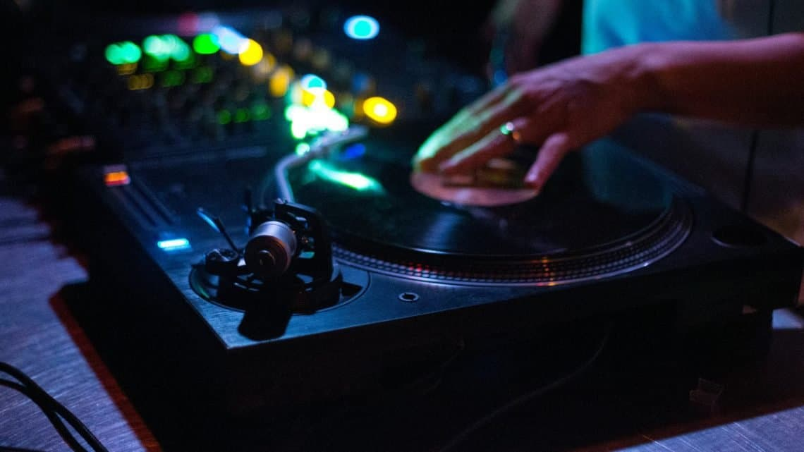 Wedding Music Advice : 10 Things You Must Know Before Hiring A Dj In Your Marriage (2021)
