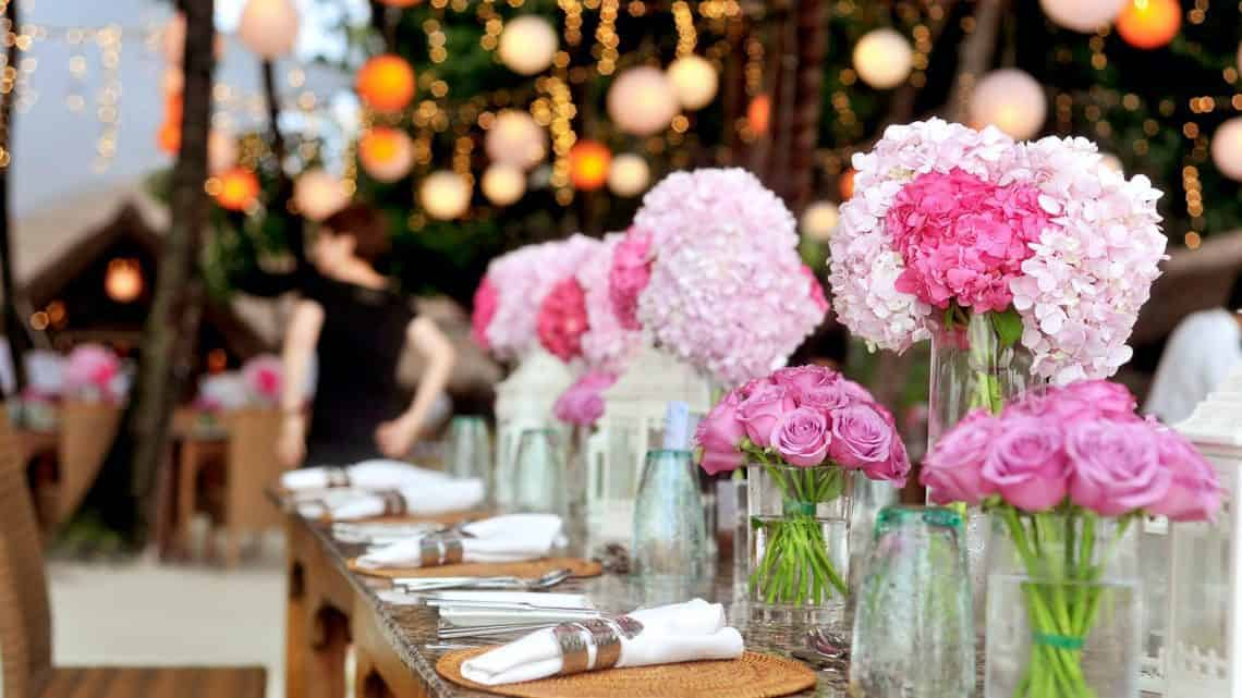 Make Your Wedding Event Even More Beautiful By Finding Out These Amazing Burgundy Wedding Table Centerpieces (2021)