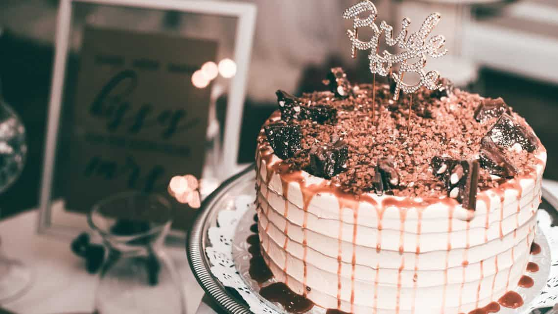 Get The Best Unique Bridal Shower Ideas For Your Glamorous Burgundy Wedding Ceremony (2021)