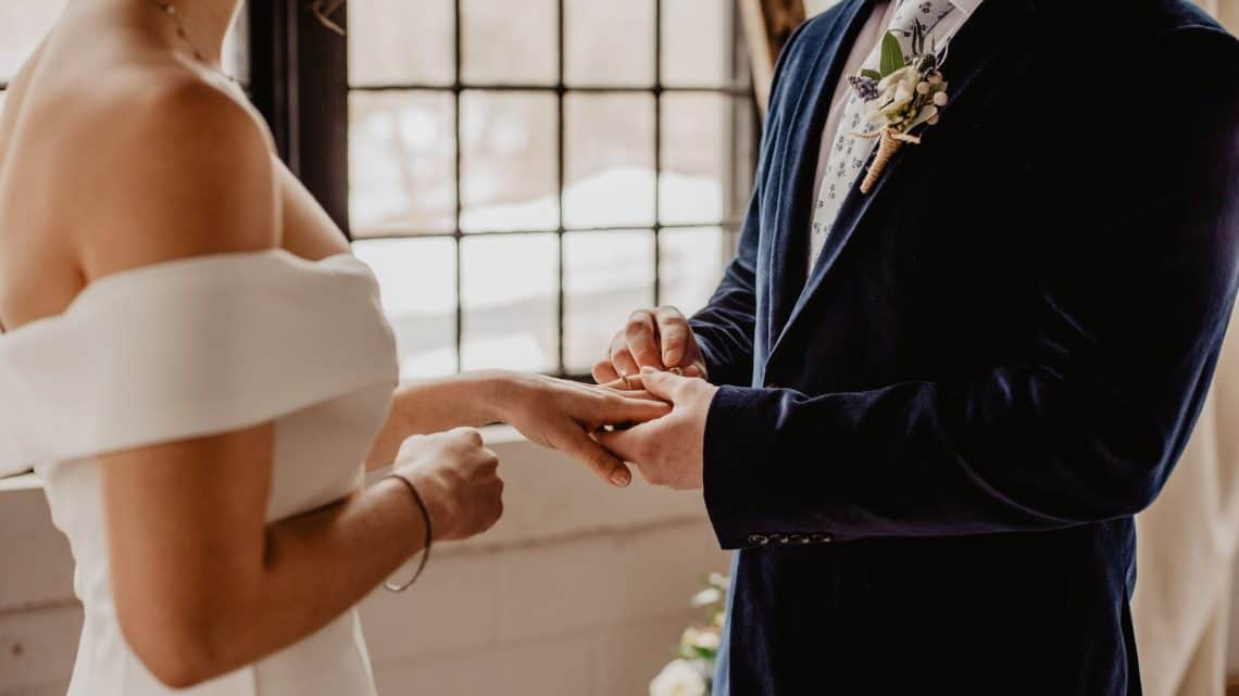 Romantic Wedding Vows: Here Are Some Tips That Assist You How To Make Right Burgundy Speech For Your Marriage (2021)