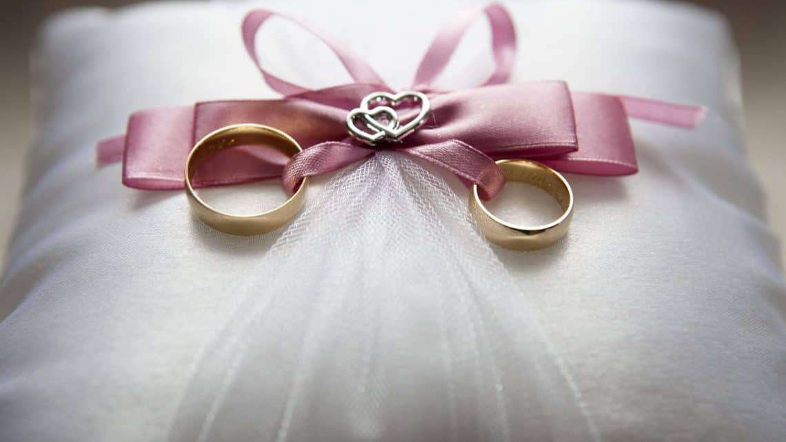 Best Sentimental Wedding Presents For Couples  : Check These Traditional Marriage burgundy Gifts From Bride To Groom  (2021)