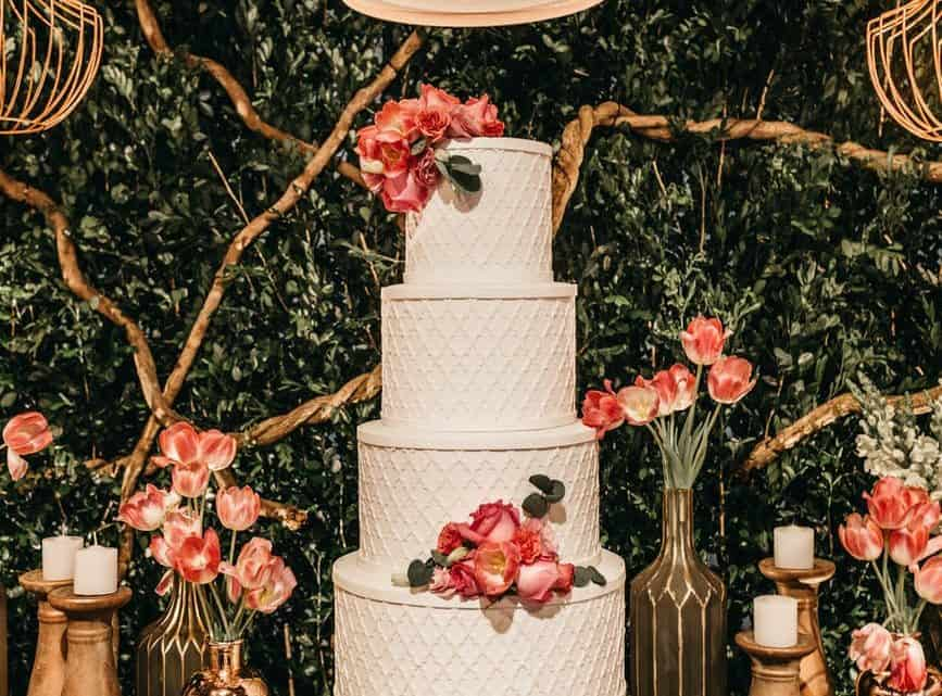 Best Cake Designs 2021 : Check These Ideas How To Make Buttercream Burgundy Wedding Cake With Sugar Flowers?