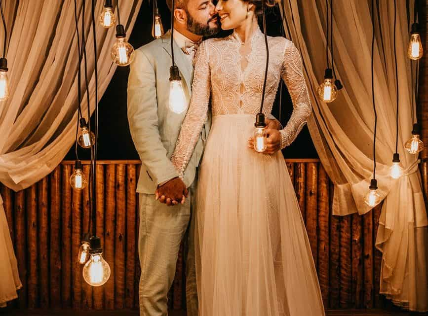 Why Hire A Photographer? Here You Can Find Benefits Of Hiring Professional Wedding Camera Man (2021)