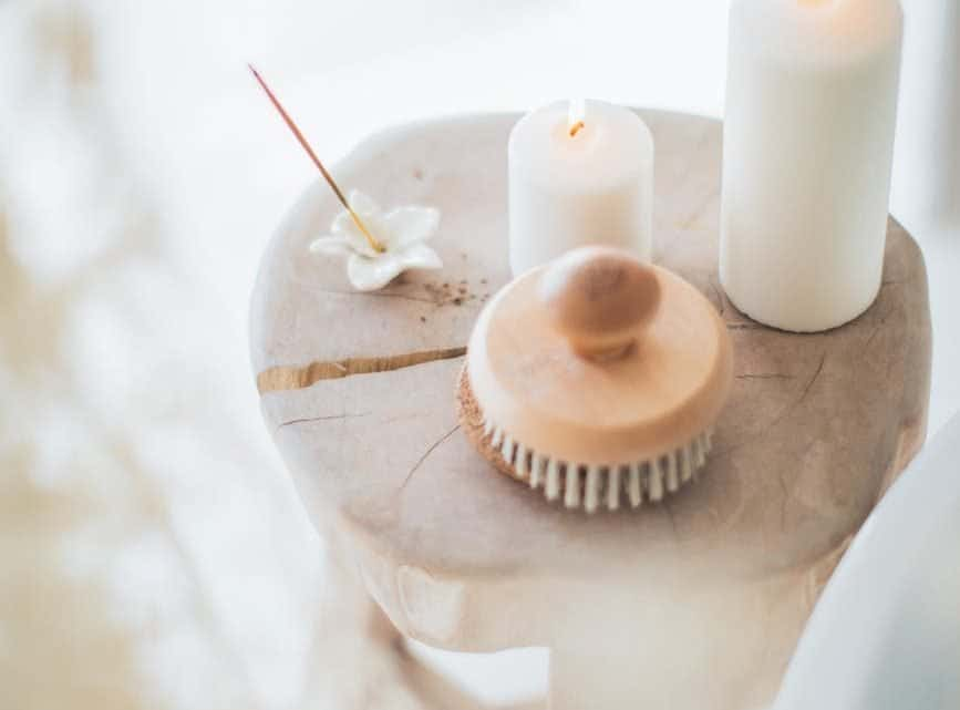 Unique Burgundy Wedding Favors : Check Out These Personalized Scented Candle Gifts For Guests (2021)