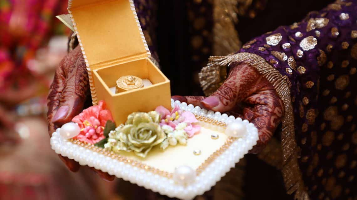 Marriage Traditions And Customs : Best Traditional American Burgundy Wedding Ceremony Gifts ? (2021)
