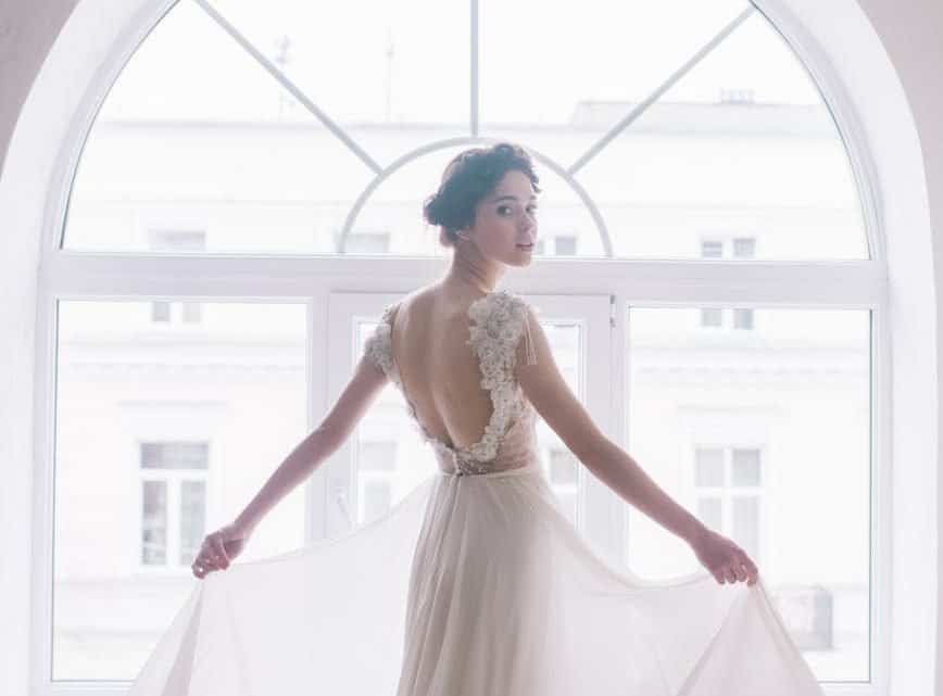Are You Going To Be Married? 10 Things You Must Know Before Hiring A Burgundy Dress Designer For Your Wedding In 2021.