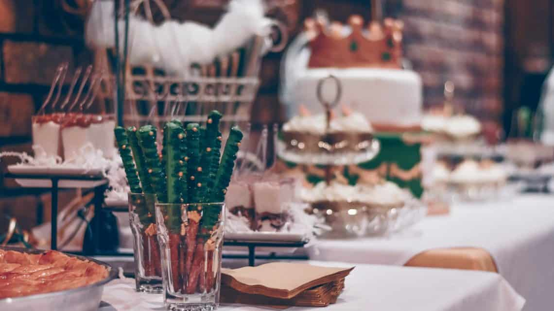 How To Have The Most Delicious Mouth Watering Food On Your Burgundy Wedding Ceremony? (2021)
