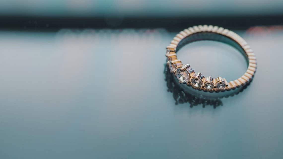 How To Choose A Stunning Burgundy Engagement Ring For Your Marriage Ceremony? (2021)
